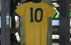 Após 'descanso', camisa que Pelé usou na Copa de 70 volta ao Museu do Futebol