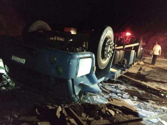 Motorista fica preso às ferragens após grave acidente na BR-262
