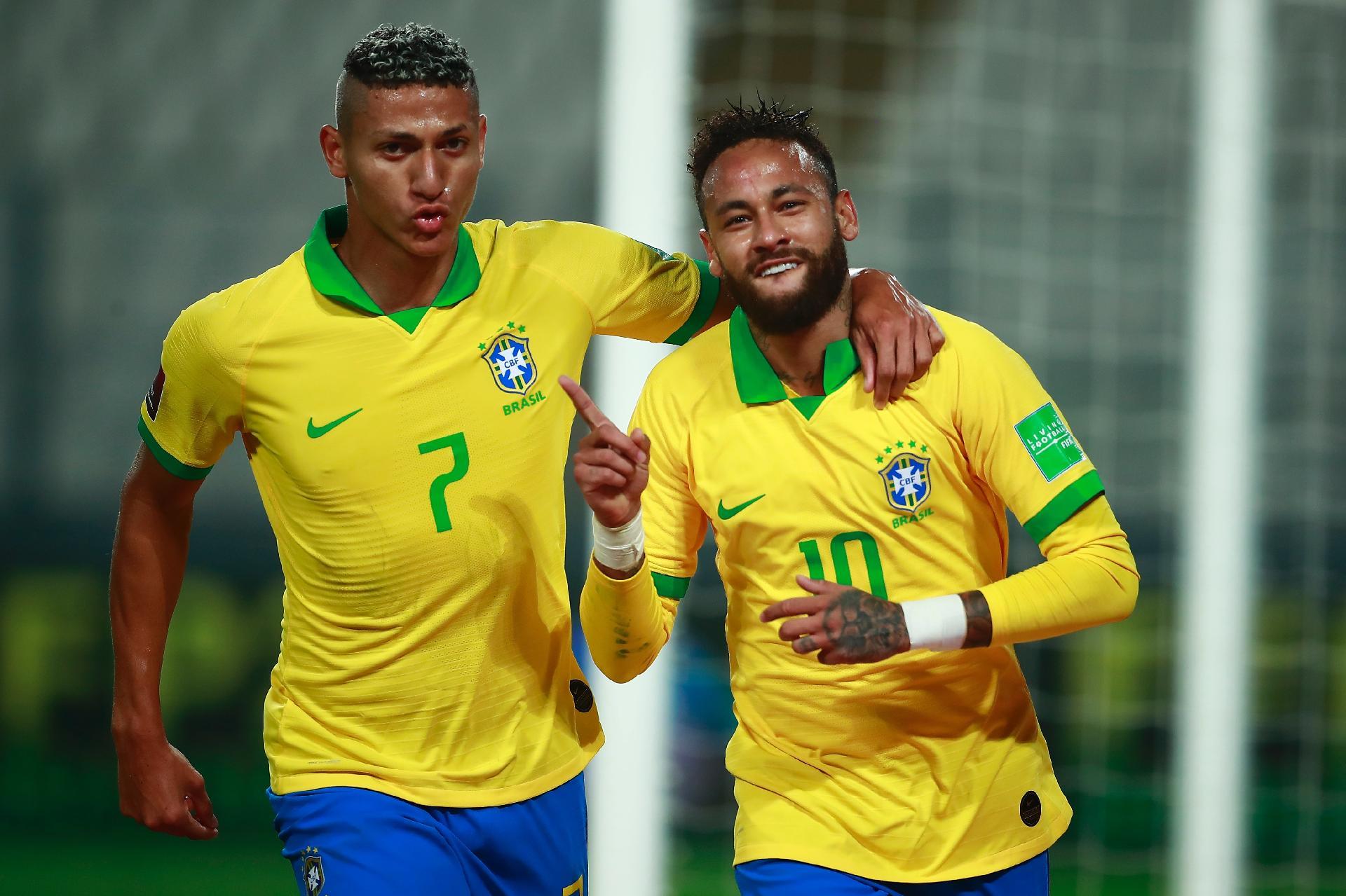 Neymar faz 3, supera Ronaldo e Brasil derrota Peru de virada