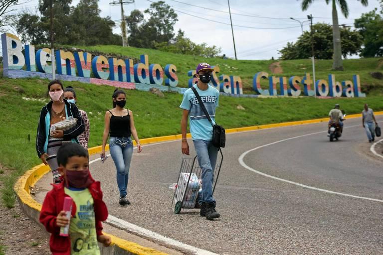 Venezuelanos sofrem abusos ao voltar a país