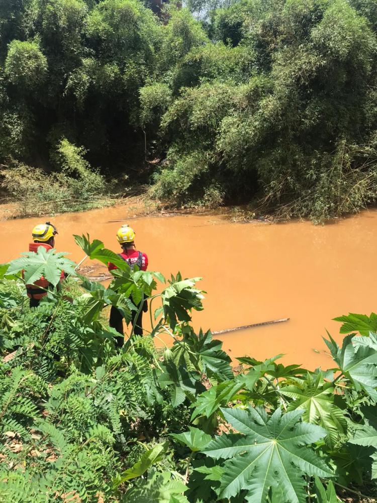 Bombeiros Militar de Manhuaçu continua a busca pela criança desaparecida no bairro Bom Jardim em Manhuaçu