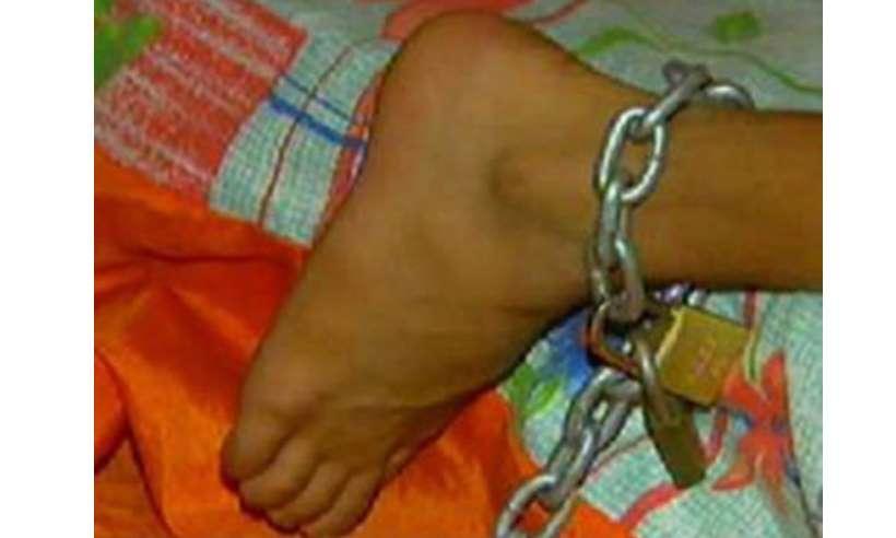 PM encontra menino de 11 anos acorrentado a uma cama