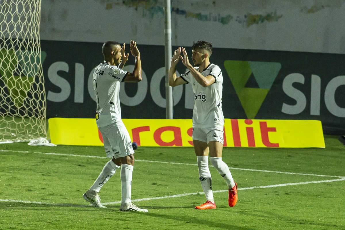 Atlético empata com Bragantino no fim, mas perde chance de colar no líder