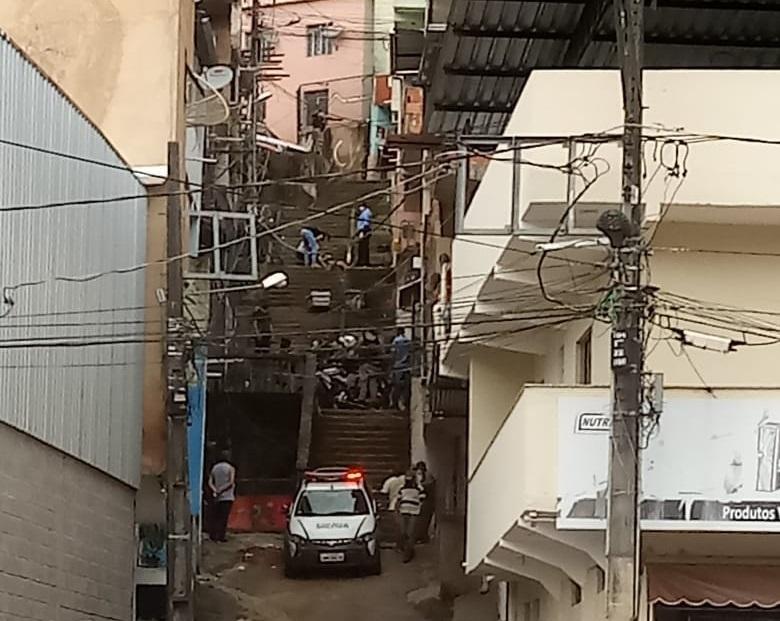 Homicídio é registrado na escadaria do Bairro Santana em Manhuaçu