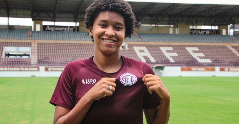 Jogadora de Manhuaçu acerta com um dos principais clubes do futebol feminino