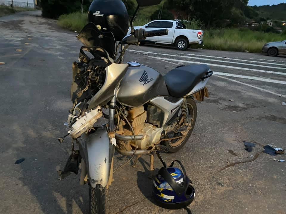 Casal fica ferido em colisão entre moto e carro na BR-116