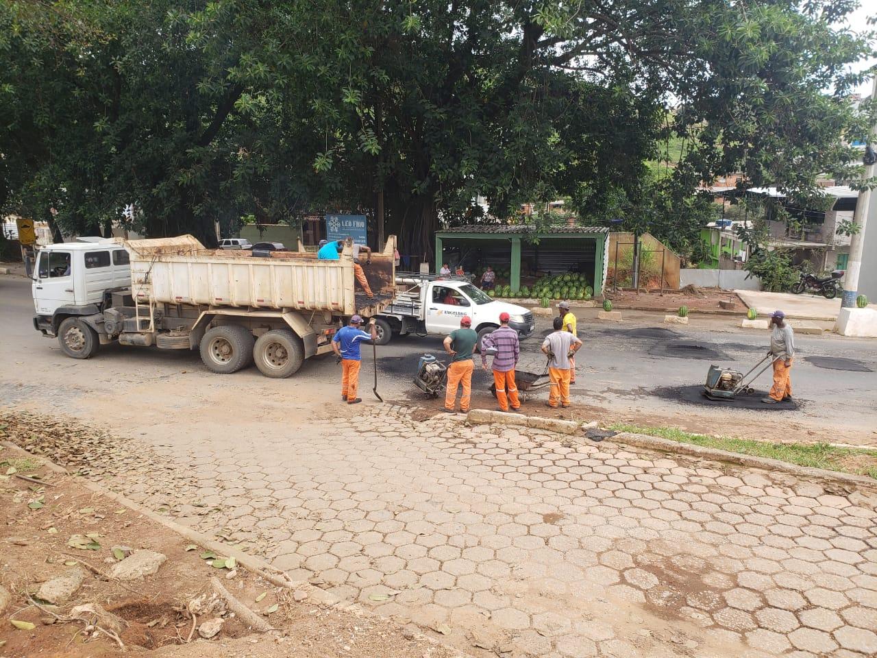 DNIT inicia operação tapa-buracos na BR-262 em Manhuaçu