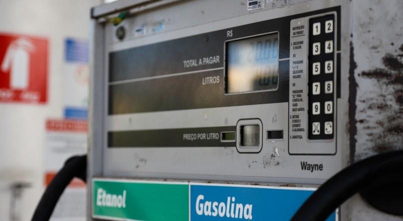 Decreto de Bolsonaro obriga postos a informar composição do preço de combustível