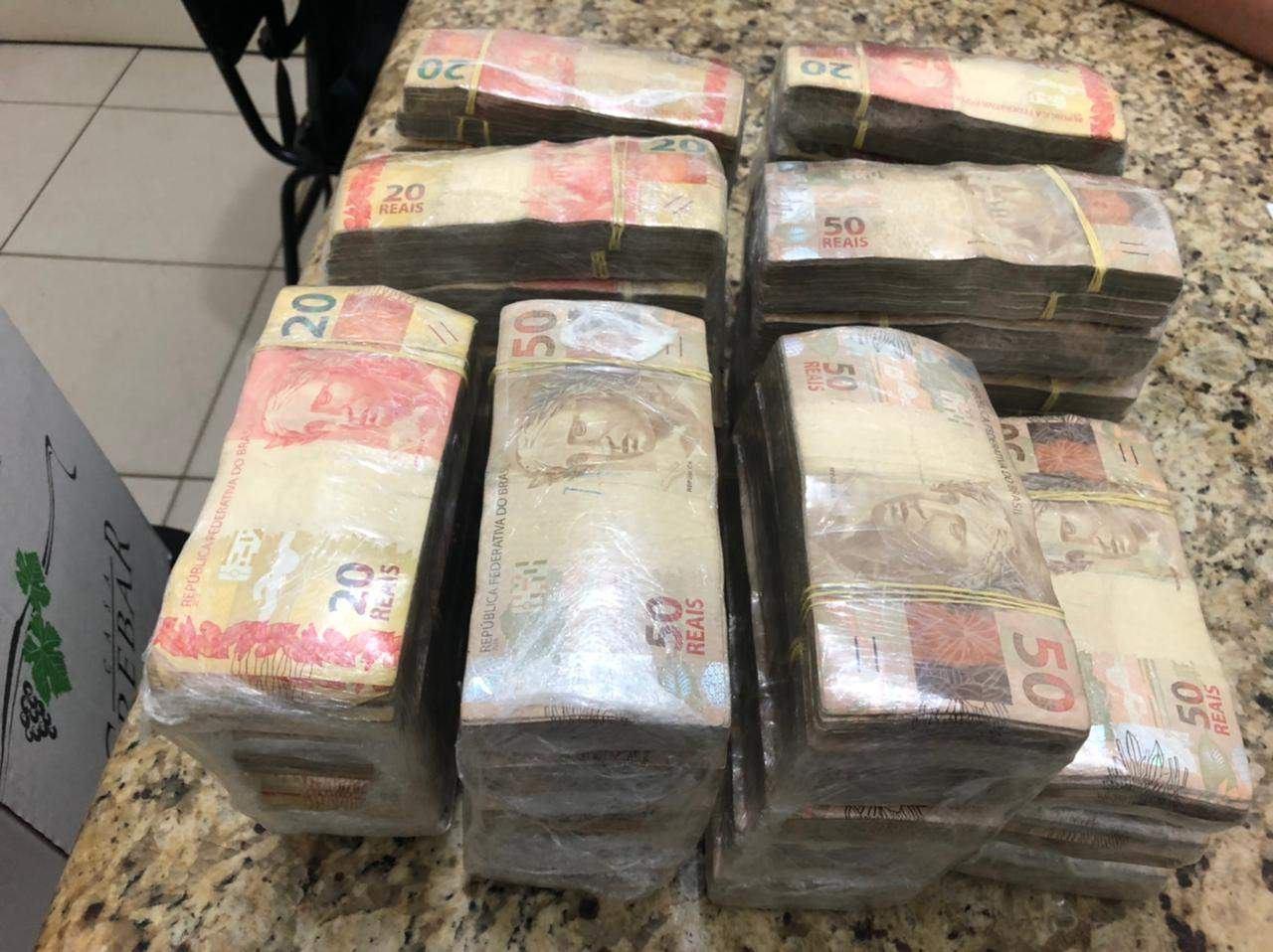 Dinheiro para compra avião: Ex-delegado é conduzido com mais de 260 mil