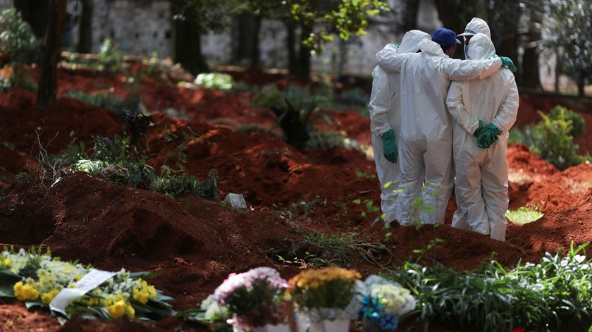 COVID-19: 300 mil vidas brasileiras levadas pela doença