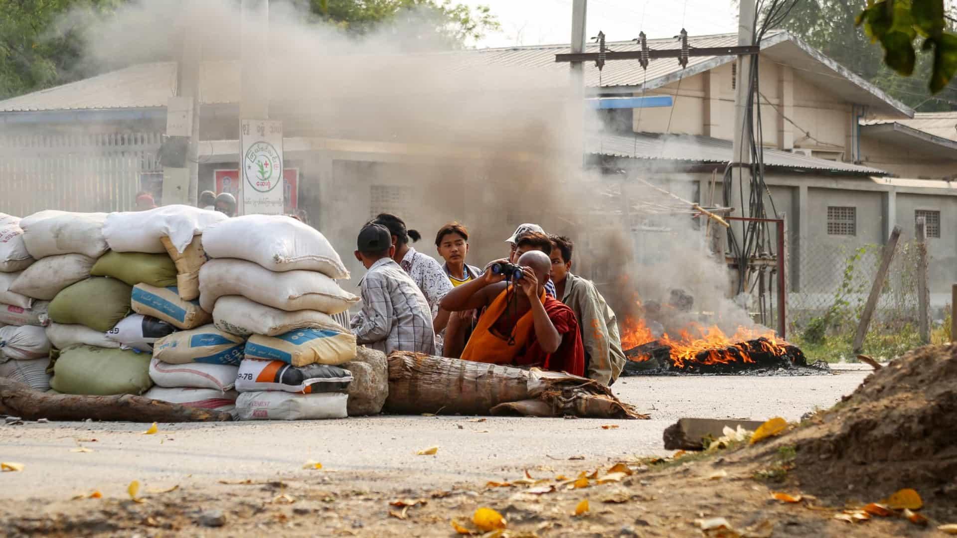 Violência militar em Mianmar. Número de mortos ultrapassa os 300