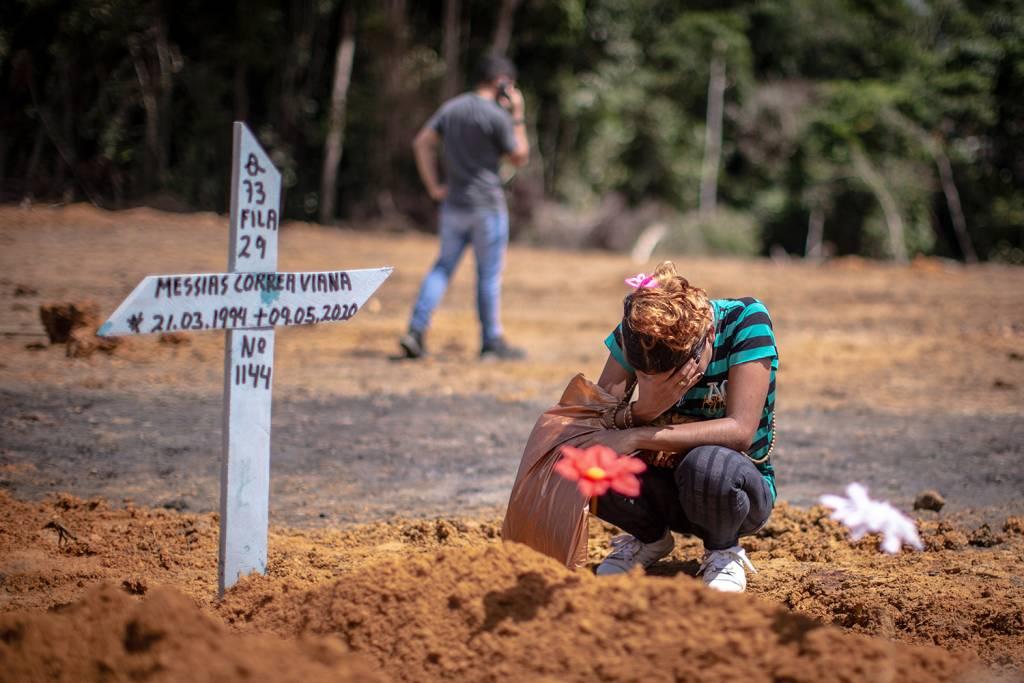 Brasil registra 2.349 mortes em 24 horas, novo recorde desde início da pandemia