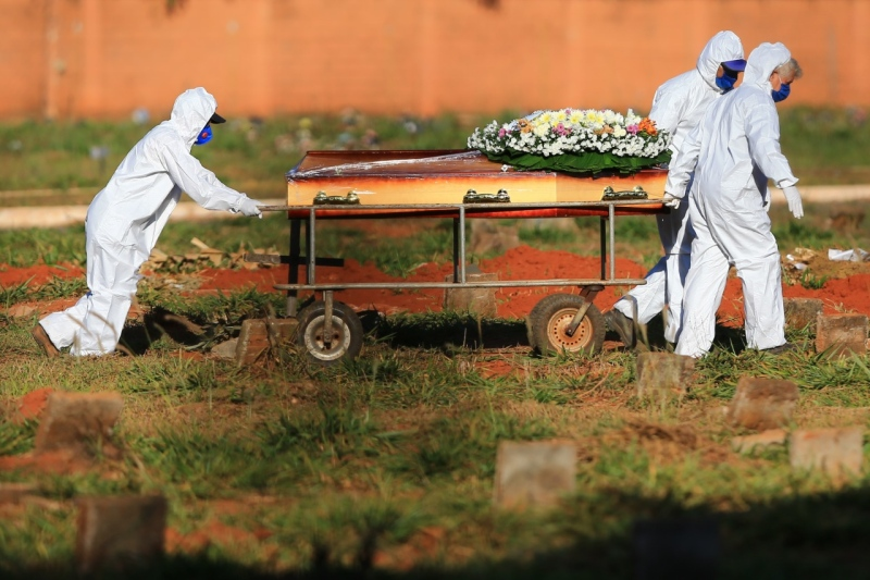 Brasil tem pior semana da pandemia, com mais de 12 mil mortes por Covid
