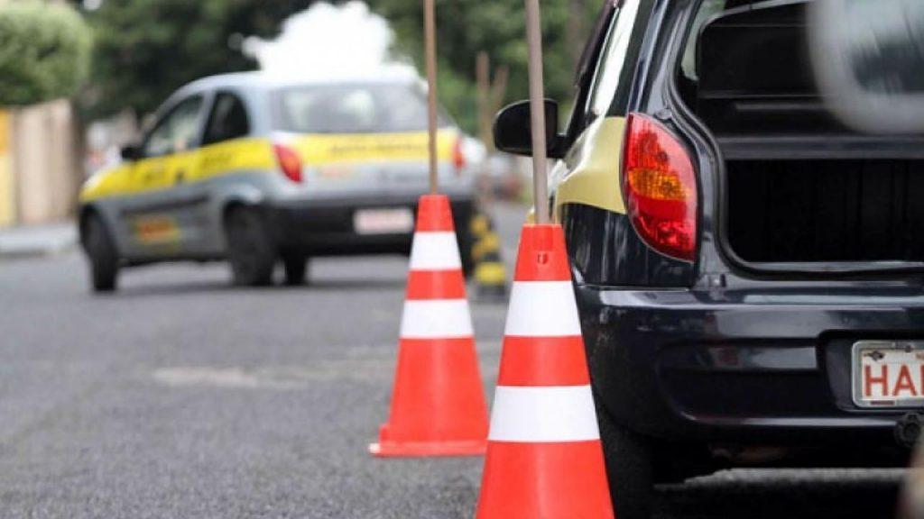 Detran-MG suspende exames de legislação e direção em cidades na onda roxa
