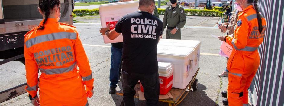Governo de Minas envia vacinas contra covid-19 para cidades que estão na Onda Roxa