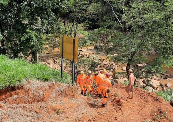 Bombeiros resgatam jovem desaparecido próximo à barragem
