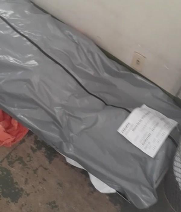Colapso na saúde Lotados, hospitais do DF deixam corpos no chão e em corredores