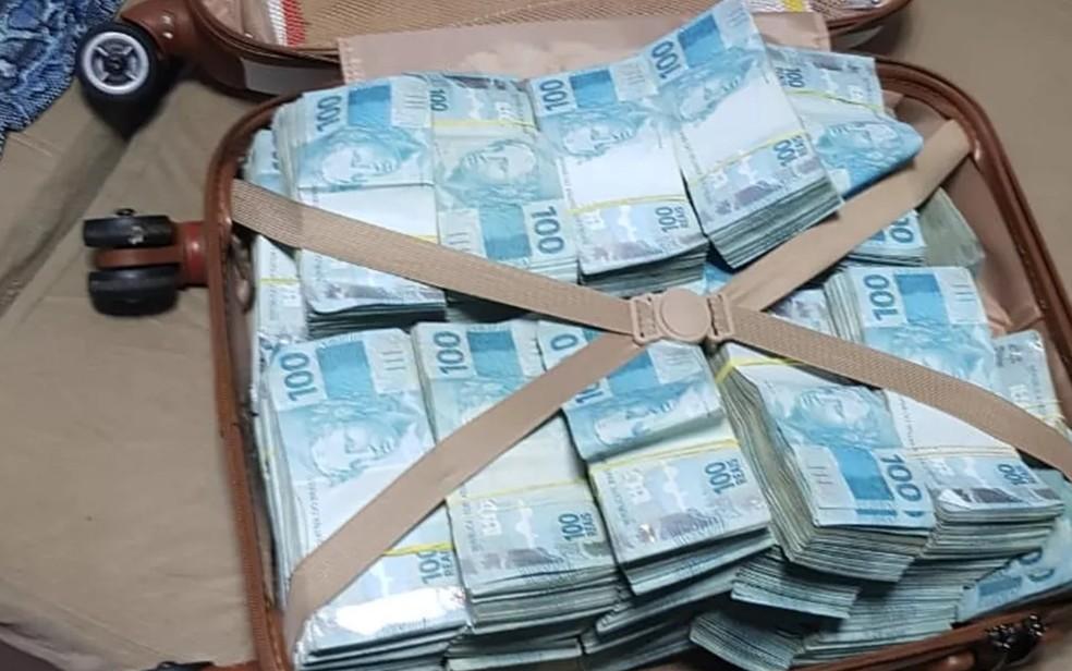 PF apreende mala com mais de R$ 800 mil em operação contra fraudes no auxílio emergencial