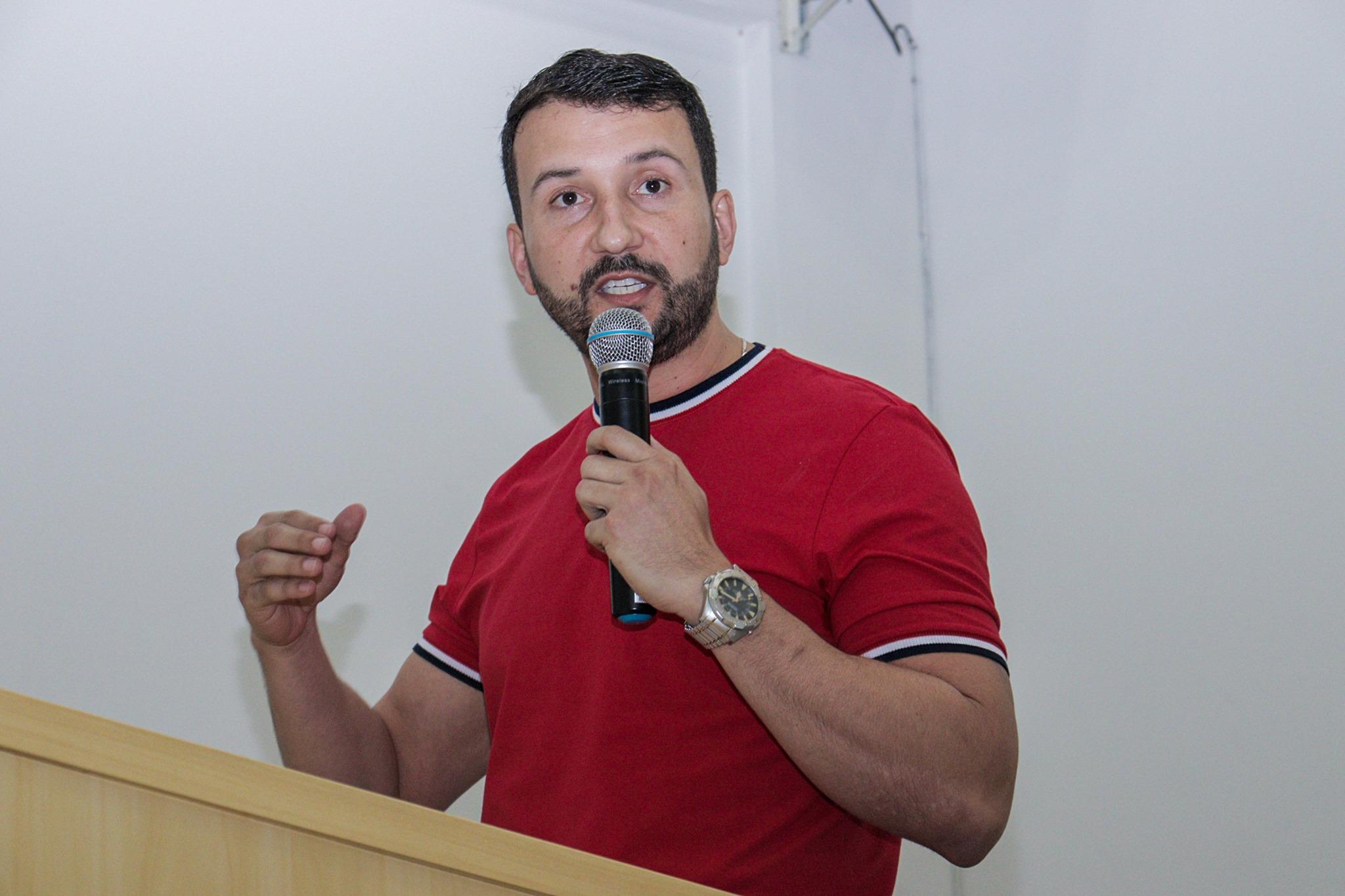 Câmara Municipal de Manhuaçu: Comerciante apresenta projeto de lei chamado Taxa 0