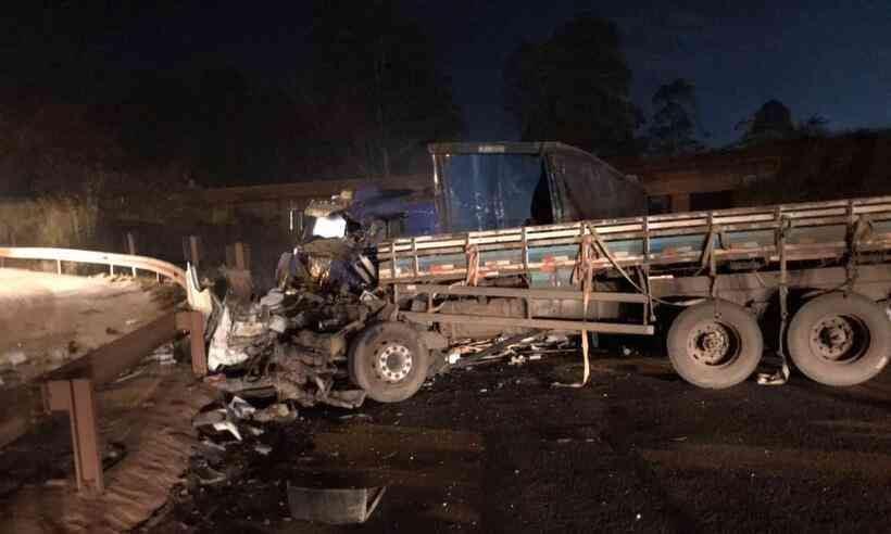 Acidente entre duas carretas mata uma pessoa na BR-040