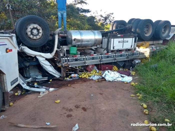 Caminhão capota na Br-116 e mata uma pessoa