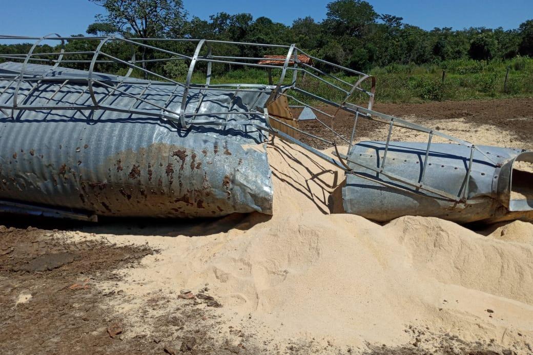 Adolescente morre soterrado por silo de ração em fazenda da família