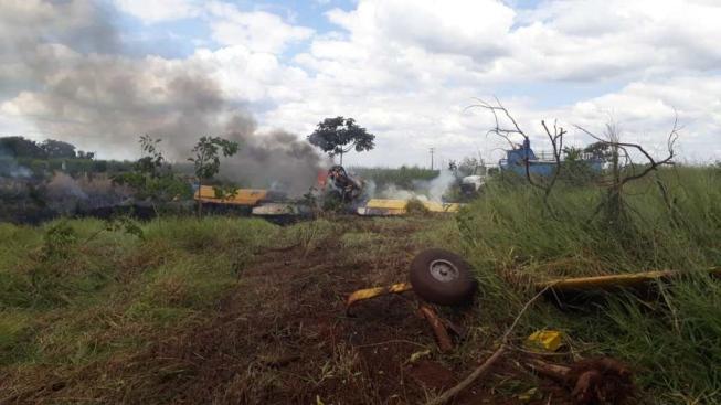 Avião de pequeno porte cai no Triângulo, pega fogo, e piloto sai ileso e andando