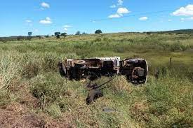 Caminhão tomba e motorista morre na BR-251