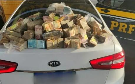 Casal é flagrado pela PRF com R$ 1,26 milhão em espécie em carro