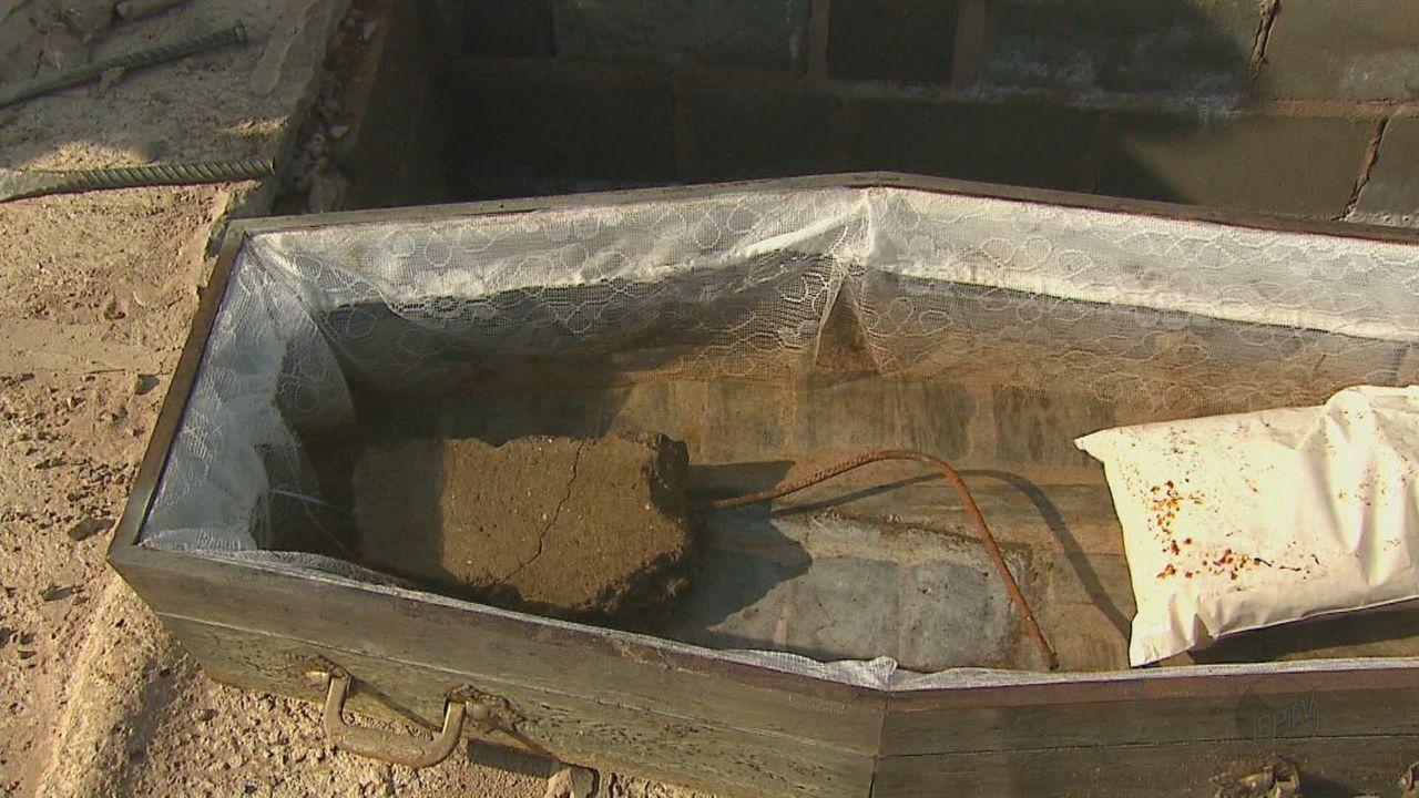 Coveiros enterravam caixões vazios para receber propina, diz MPMG