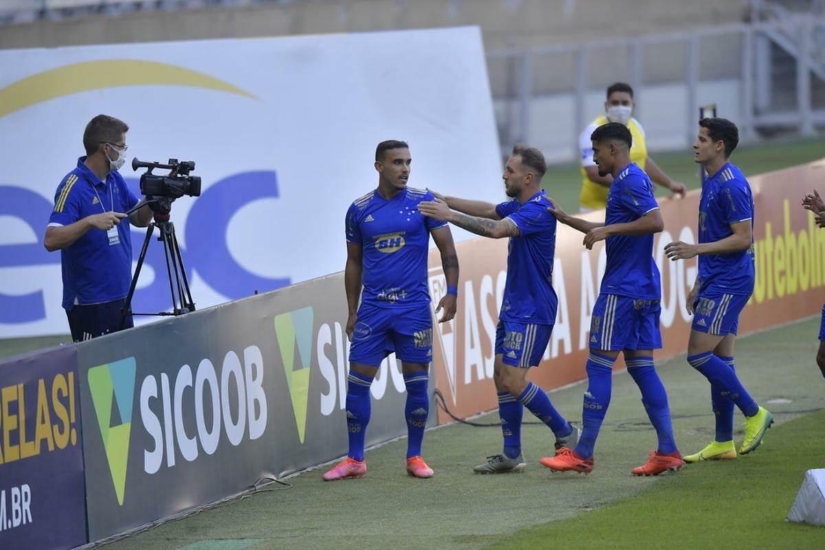 Cruzeiro faz 4 a 0 no Patrocinense e vai pegar o América na semifinal do MineiroCruzeiro faz 4 a 0 no Patrocinense e vai pegar o América na semifinal do Mineiro