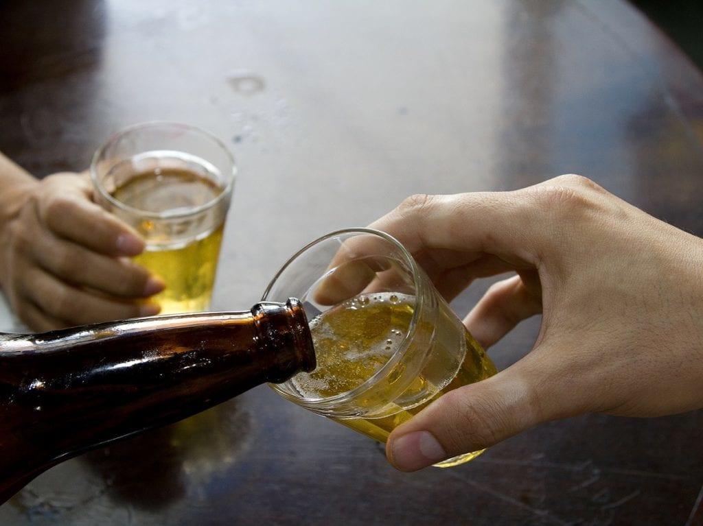 Homem é preso suspeito de envenenar companheira com cerveja contaminada