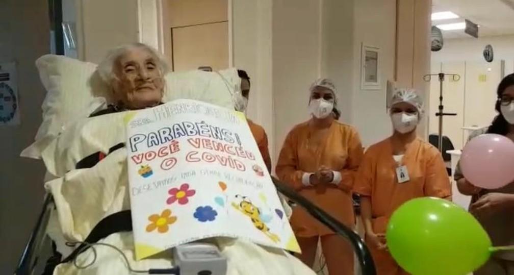 Idosa de 110 anos tem alta após ficar internada com Covid-19 em São Paulo