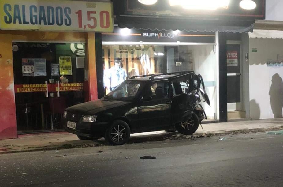 Motorista bate na traseira de veículo e foge do local no centro de Manhuaçu