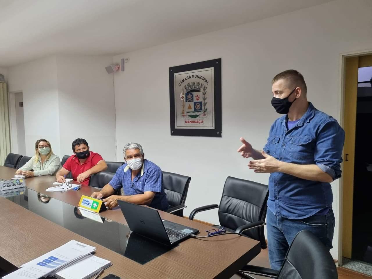 Secretaria de Planejamento apresenta Orçamento Participativo na Câmara de Manhuaçu