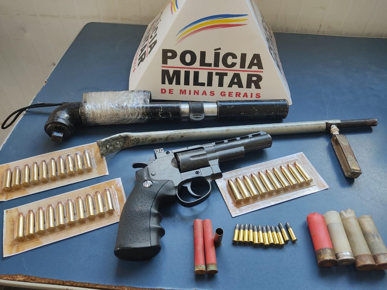PM apreende armas no bairro São Francisco de Assis