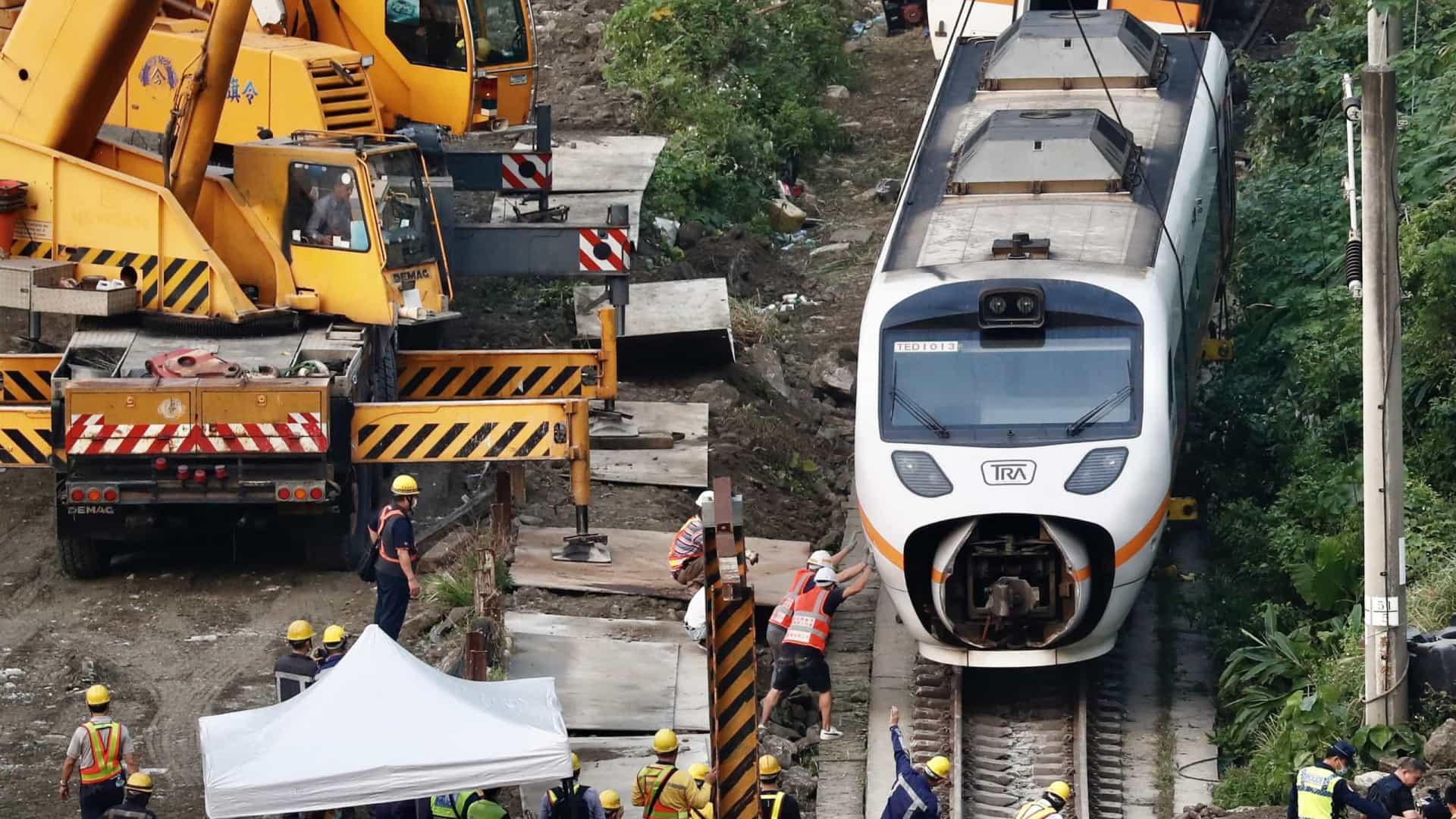 Pior acidente de trem em Taiwan em décadas deixa 50 mortos
