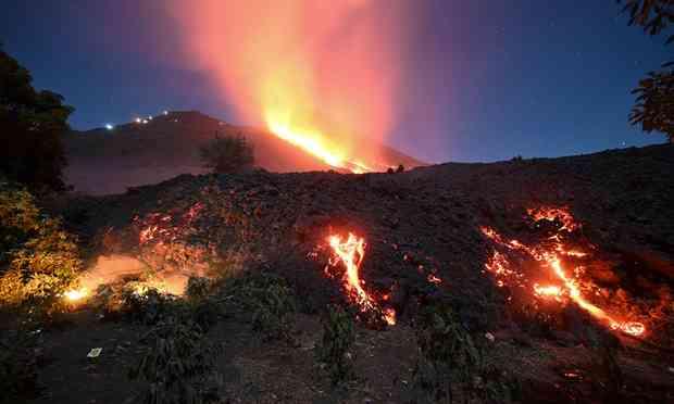 Vulcão entra em erupção em São Vicente e Granadinas, no Caribe