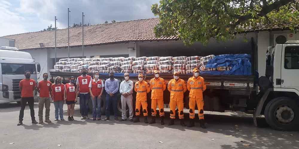 Sistema FAEMG/SENAR/INAES doa 2.070 cestas básicas para famílias vulneráveis de Valadares