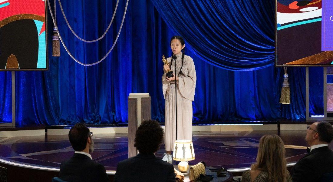'Nomadland' leva o prêmio principal do Oscar após consagrar diretora