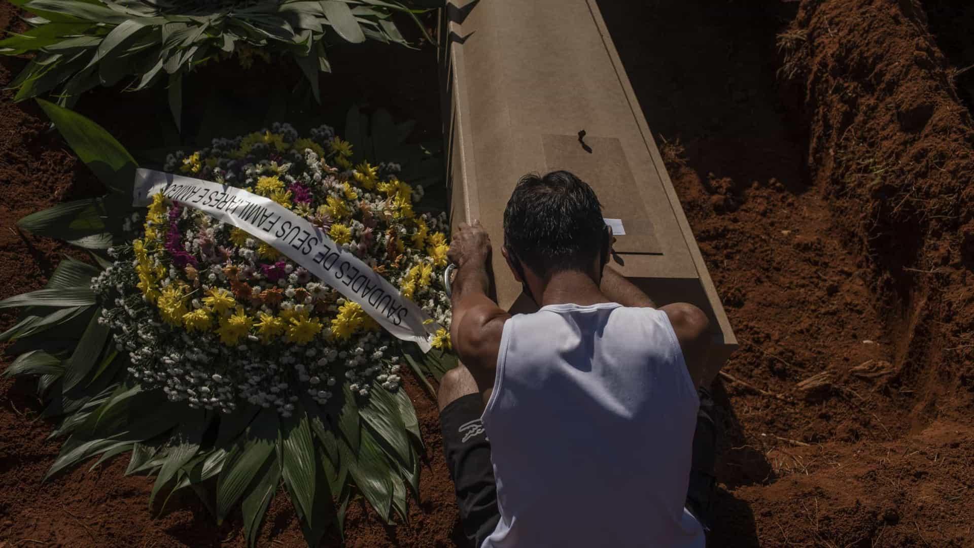 Brasil registra mais de 4.000 mortes por Covid em 24 h pelo 2º dia na semana