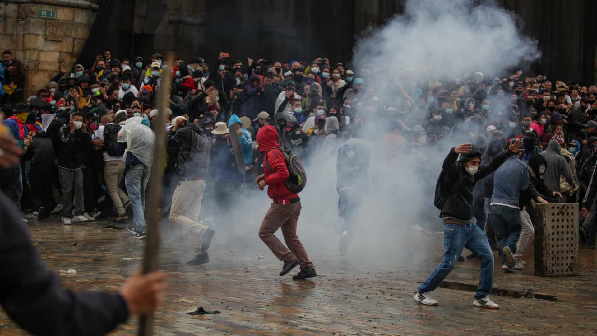 Protestos na Colômbia têm confrontos entre policiais e manifestantes