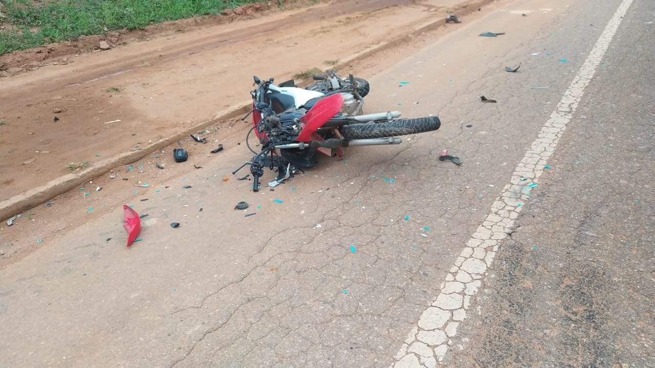 Motociclista sofre ferimentos em acidente com caminhão na 262
