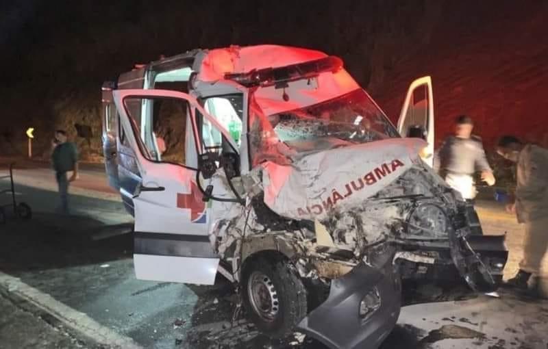 Sete pessoas ficam feridas em acidente com ambulância