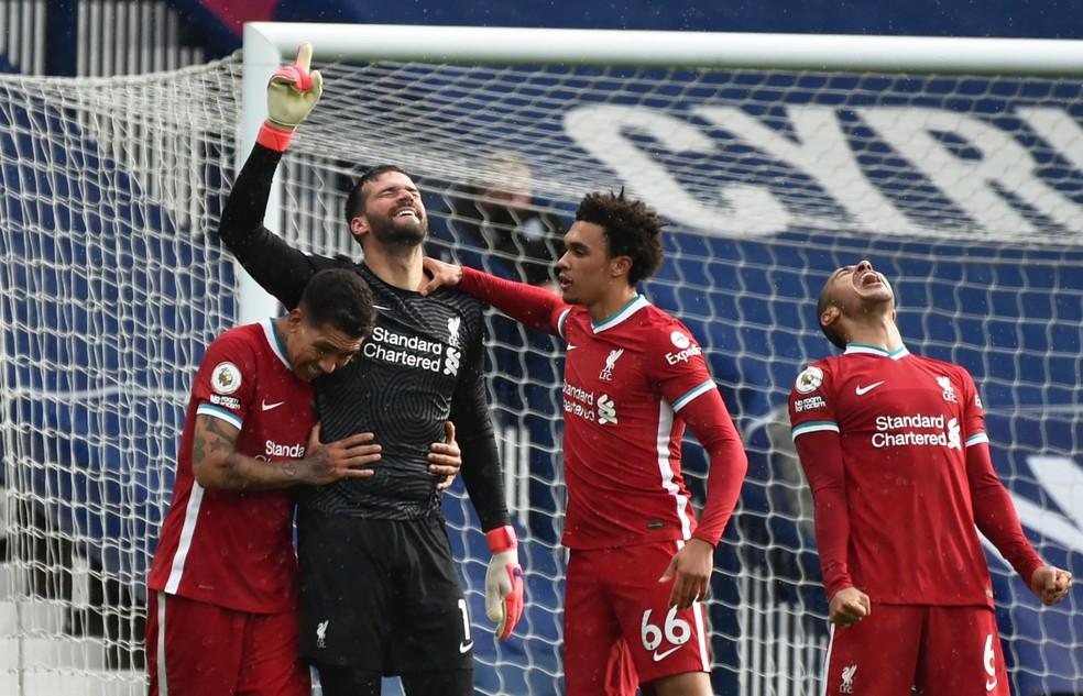 Goleiro Alisson, do Liverpool, faz gol histórico de cabeça nos acréscimos