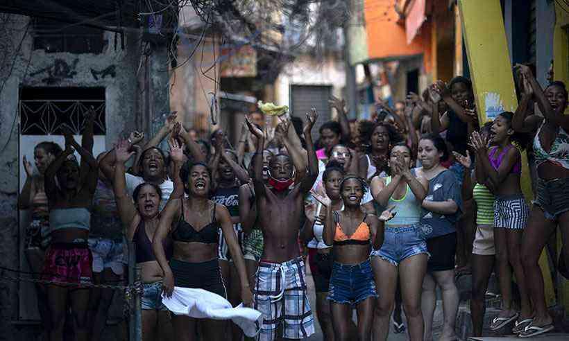 Bolsonaro parabeniza polícia após operação que deixou 28 mortos no Rio