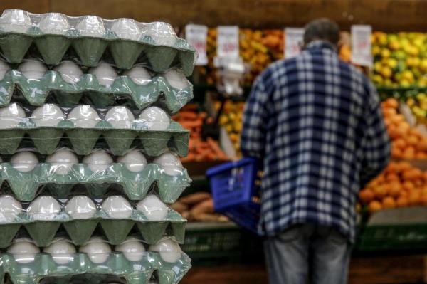 Preço da carne faz consumo de ovo crescer e encarece o produto