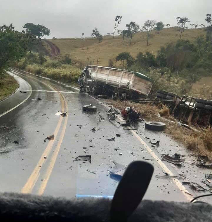 Jovem de santa bárbara do leste morre em acidente entre caminhão e carreta na br-354