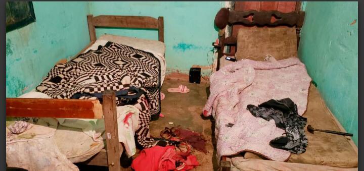 Adolescente de 15 anos é detida após tentar matar a mãe com uma corda e marteladas