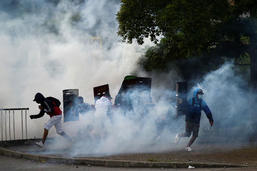Atos que marcam um mês de protestos na Colômbia deixam ao menos 3 mortos